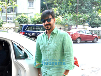 Vivek Oberoi snapped with his mom in Bandra
