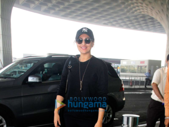 Sonakshi Sinha and others snapped at the airport