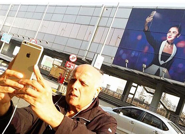 Alia Bhatt's father Mahesh Bhatt gets caught taking a selfie with her poster and it's adorable