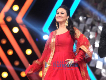 Bollywood celebs perform for a cause at 'Umang' police show