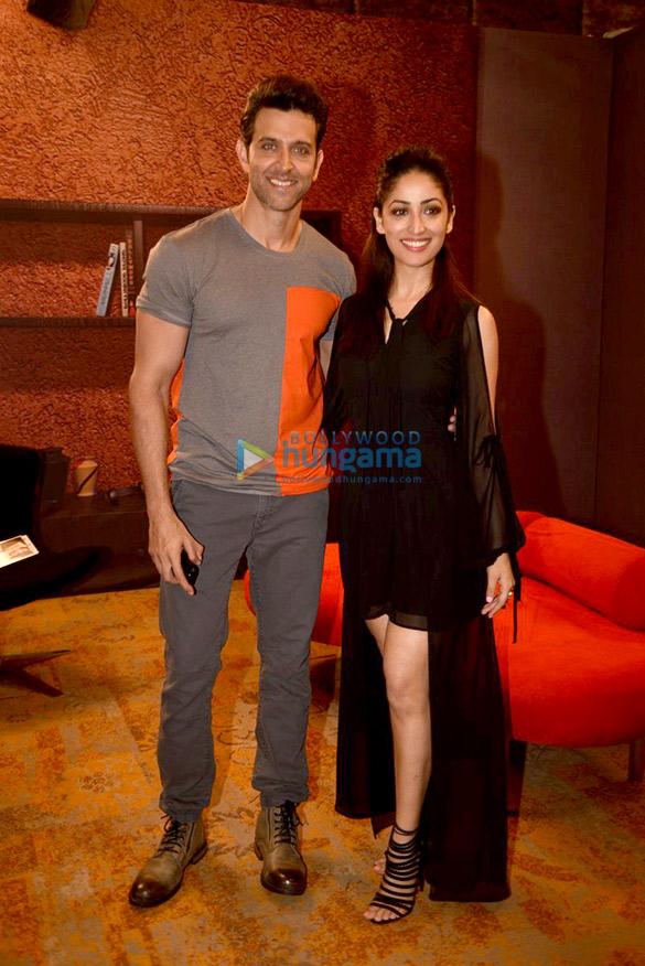 Hrithik Roshan & Yami Gautam snapped promoting their film 'Kaabil'