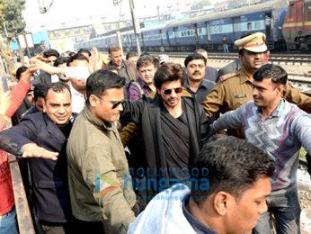 Shah Rukh Khan reaches Delhi from Mumbai via train to promote 'Raees'