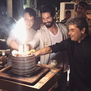 Shahid Kapoor cut his birthday cake with Vishal Bhardwaj and Sajid Nadiadwala-1