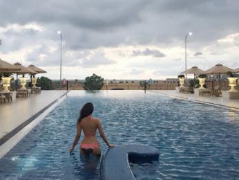 Amyra Dastur goes swimming in hot bikinis in Sri Lanka