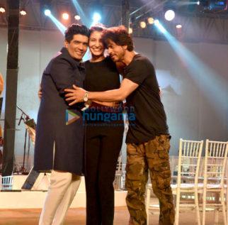 Shah Rukh Khan & Anushka Sharma snapped rehearsing for 'Mijwan - Summer 2017' show