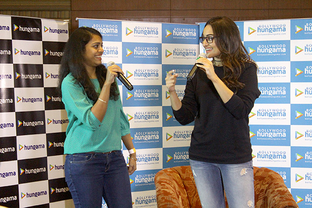 Check out Fans have a blast with Sonakshi Sinha at the Bollywood Hungama Meet N Greet-3