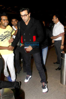 Ranbir Kapoor leaves for London with Neetu Singh