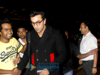 Ranbir Kapoor leaves for London with Neetu Singh