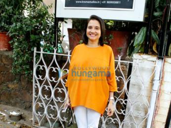 Ayushmann Khurrana and Parineeti Chopra snapped promoting their film Meri Pyaari Bindu