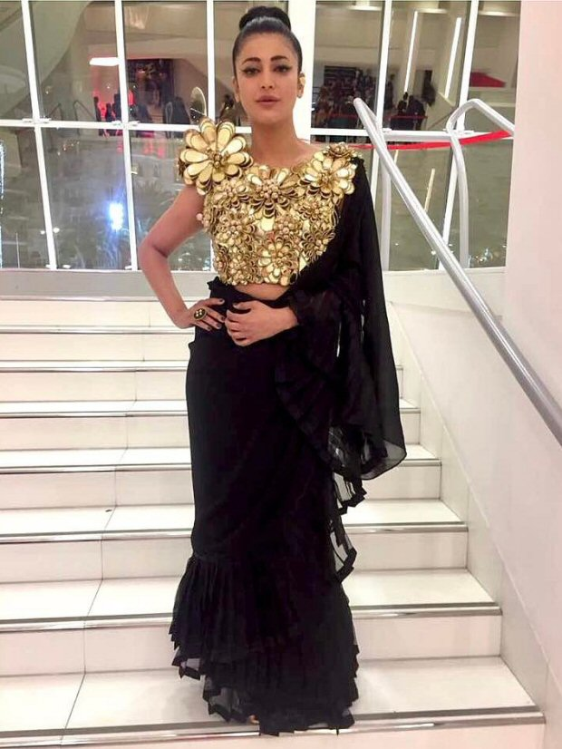 Check out Shruti Haasan sports a desi avatar in a black and gold ensemble on the red carpet of Cannes 2017-2