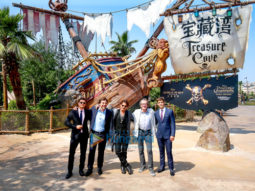 Johnny Depp dazzles fans at 'Pirates of the Caribbean' premiere in Shanghai Disneyland
