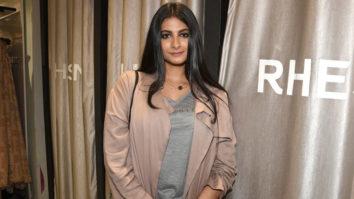 Kareena Kapoor & Sonam Kapoor - They Both Are BRAVE Rhea Kapoor