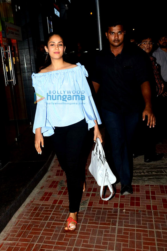 Mira Rajput snapped post her dinner at Bastian