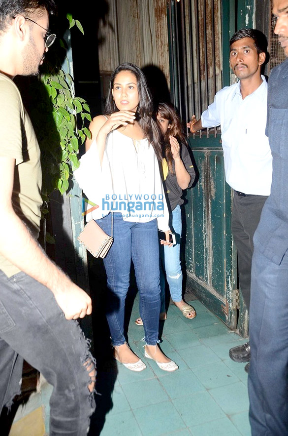 Mira Rajput snapped post dinner at Pali Village Cafe