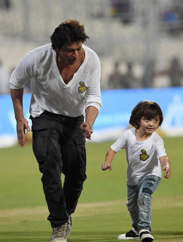 Watch Shah Rukh Khan and son AbRam Khan race post-Kolkata Knight Riders' loss at Eden Gardens 1