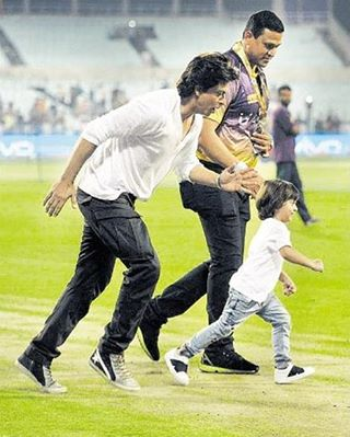 Watch Shah Rukh Khan and son AbRam Khan race post-Kolkata Knight Riders' loss at Eden Gardens 3