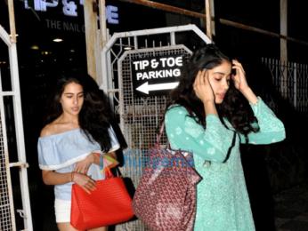 Jhanvi Kapoor and Sara Ali Khan snapped post their salon session in Juhu