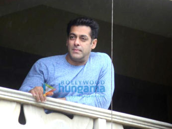 Salman Khan wishes all his fans Eid Mubarak from his home in Bandra