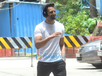 Kareena Kapoor Khan, Tiger Shroff, Bipasha Basu, Karan Singh Grover and others snapped at the gym
