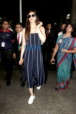 Kriti Sanon snapped while arriving from IIFA