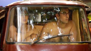 OMG! What were Ranbir Kapoor and Katrina Kaif doing in rickshaw naked! (2)1