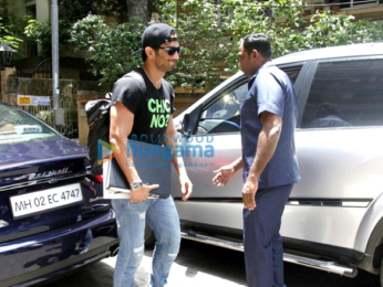Sushant Singh Rajput snapped while entering a meeting in Bandra