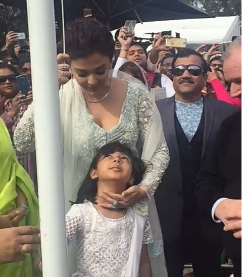 Aishwarya-Rai-Bachchan-becomes-first-1
