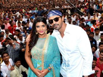 Arjun Rampal and Aishwarya Rajesh promote 'Daddy' at Dahi Handi Celebrations