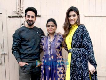 Ayushmann Khuranna and Kriti Sanon snapped promoting their film Bareilly Ki Barfi