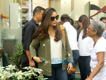 Kareena Kapoor Khan and Rhea Kapoor snapped post their salon session in Bandra