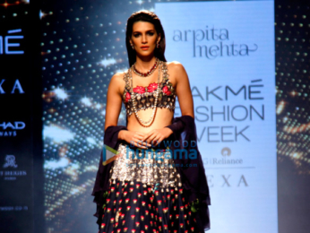 Kriti Sanon walks for Arpita Mehta at Lakme Fashion Week 2017
