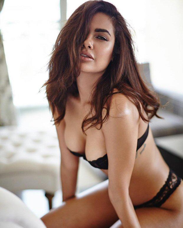 SMOKING HOT! Esha Gupta sizzles in her latest lingerie photoshoot1