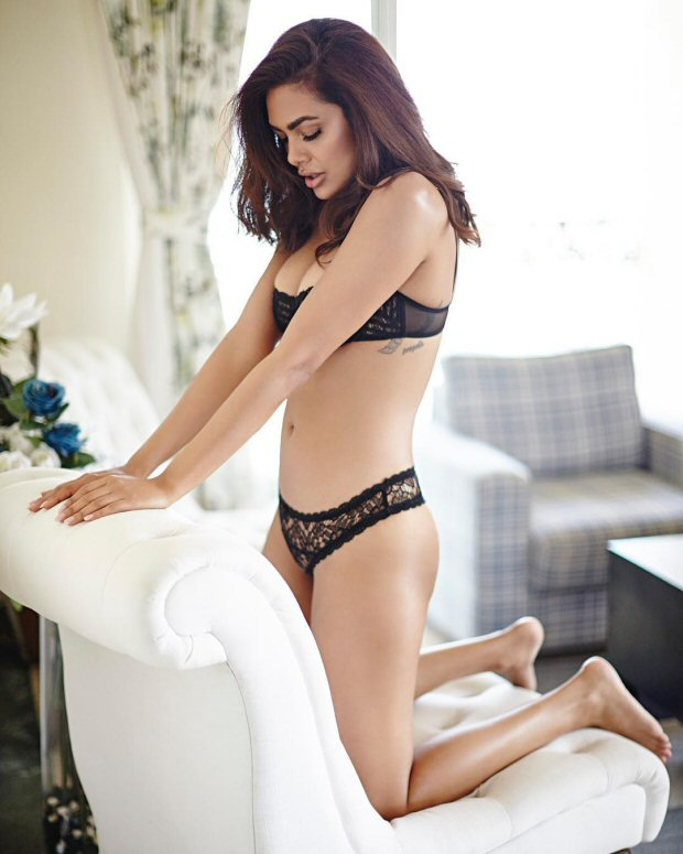 SMOKING HOT! Esha Gupta sizzles in her latest lingerie photoshoot2