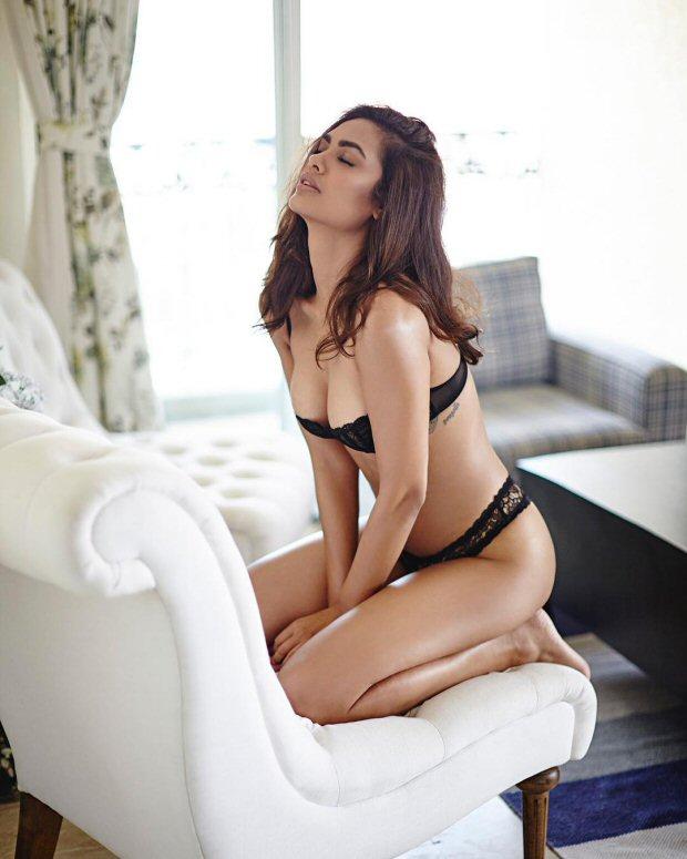 SMOKING HOT! Esha Gupta sizzles in her latest lingerie photoshoot3