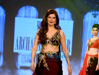 Sangeeta Bijlani and Zareen Khan walk the ramp for Archana Kochhar's fashion showcase