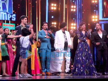 Sidharth Malhotra and Jacqueline Fernandez grace Sa Re Ga Ma Pa Li'l Champs only on Zee TV