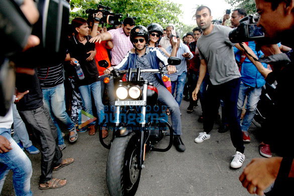 Sidharth Malhotra and Jacqueline Fernandez snapped riding a bike to promote A Gentleman in Bandra