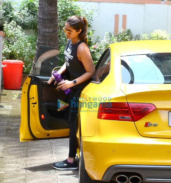 Stunning Ileana D'Cruz snapped in Bandra