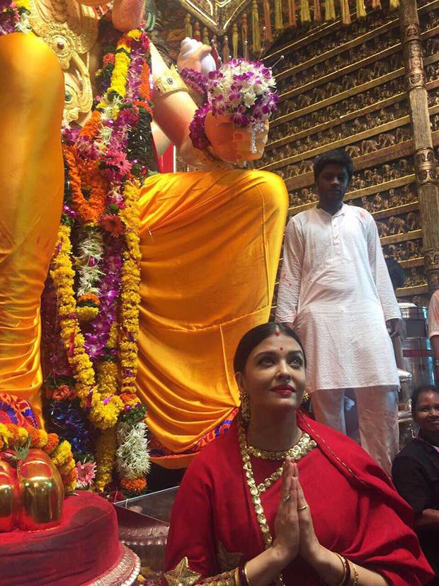 Aishwarya Rai Bachchan looks stunning in red saree at Lalbaugcha Raja-1