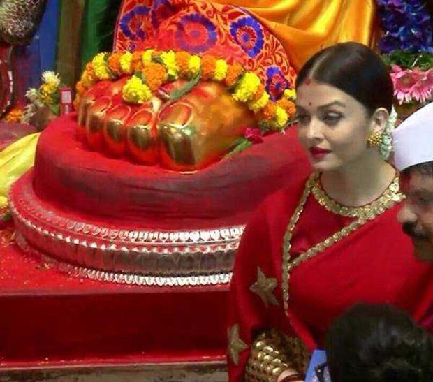 Aishwarya Rai Bachchan looks stunning in red saree at Lalbaugcha Raja-3