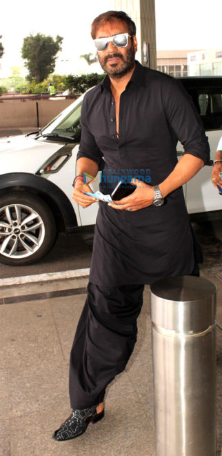 Ajay Devgn, A. R. Rahman, Ileana D'Cruz, Emraan Hashmi, Sushmita Sen, Shriya Saran, and others snapped at the airport