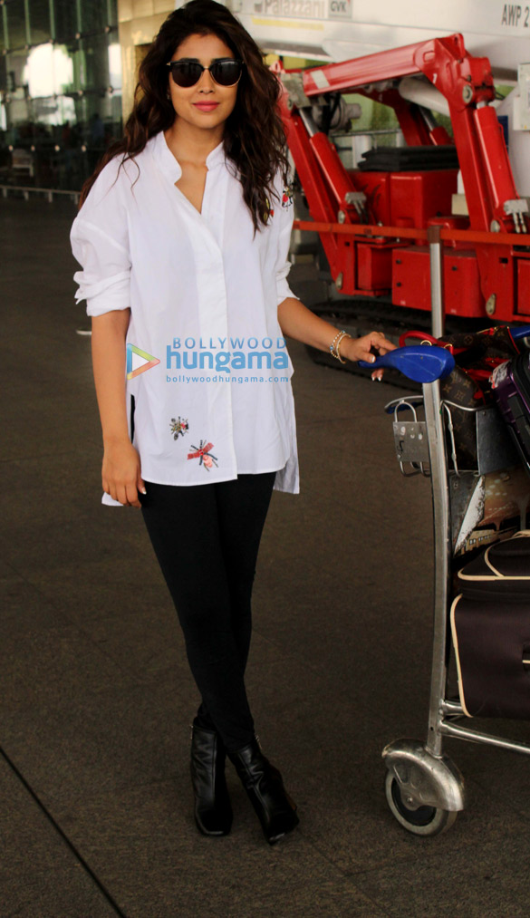 Ajay Devgn, A. R. Rahman, Ileana D'Cruz, Emraan Hashmi, Sushmita Sen, Shriya Saran, and others snapped at the airport