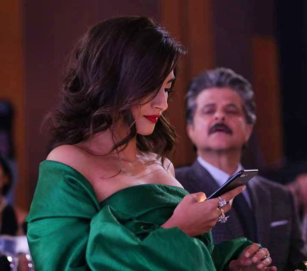 Sonam's overprotective father Anil Kapoor caught peeping into her phone