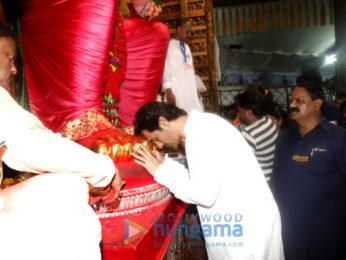 Arjun Rampal & Mehr Jesia visit Lalbaug Ganesha