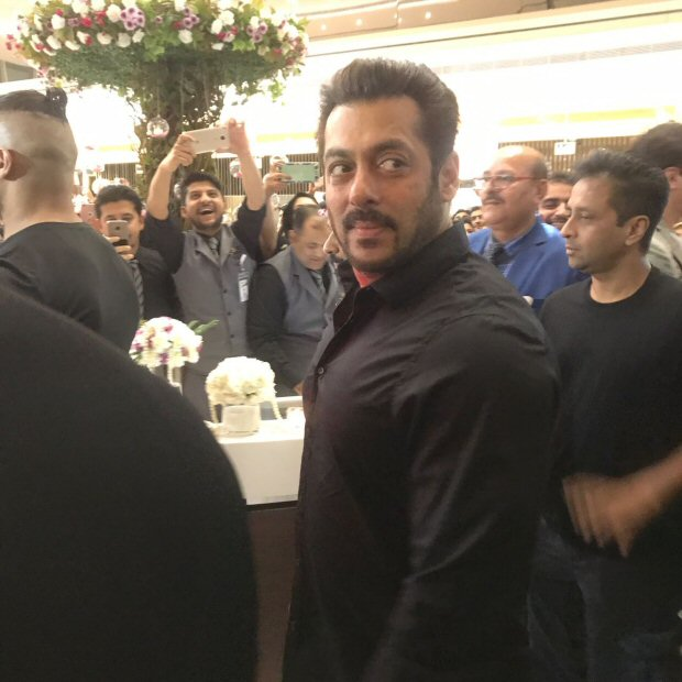 EXCLUSIVE Salman Khan inaugurates Belhasa Driving Centre in Dubai2