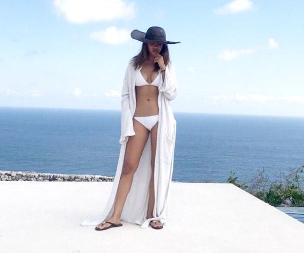 HOT! Esha Gupta shares drool-worthy pictures in a bikini