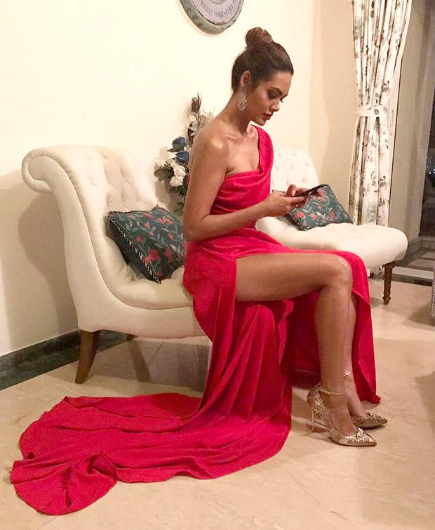 HOT! Esha Gupta sizzles at the GQ Awards 2017 (2)