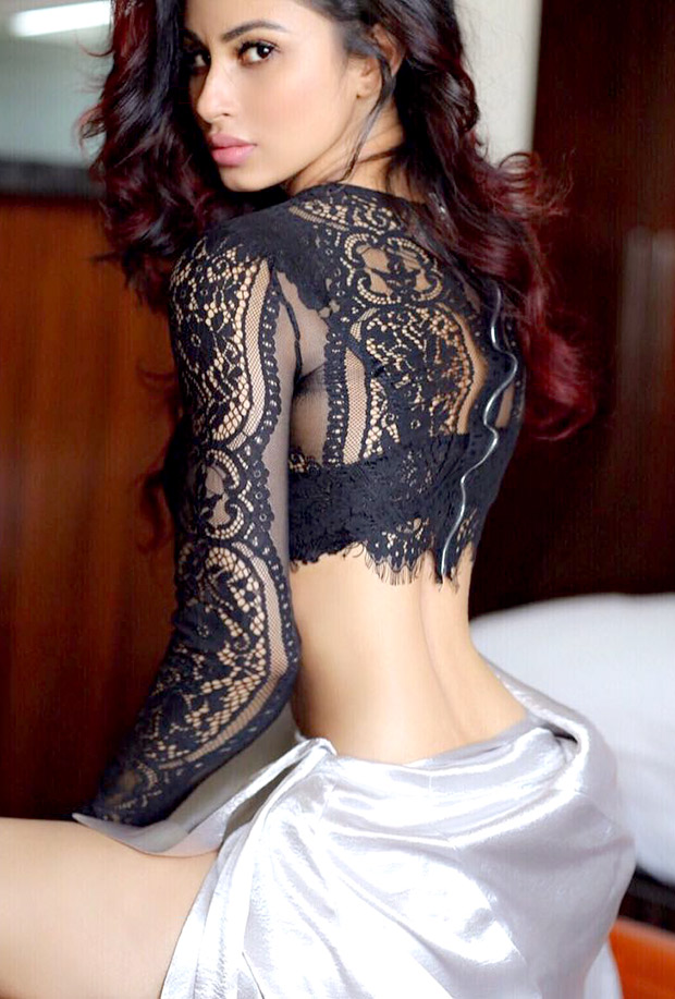 HOT! Mouni Roy looks ultra-sizzling in these pictures (1)