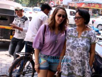 Hazel Keech and her mom snapped in Bandra