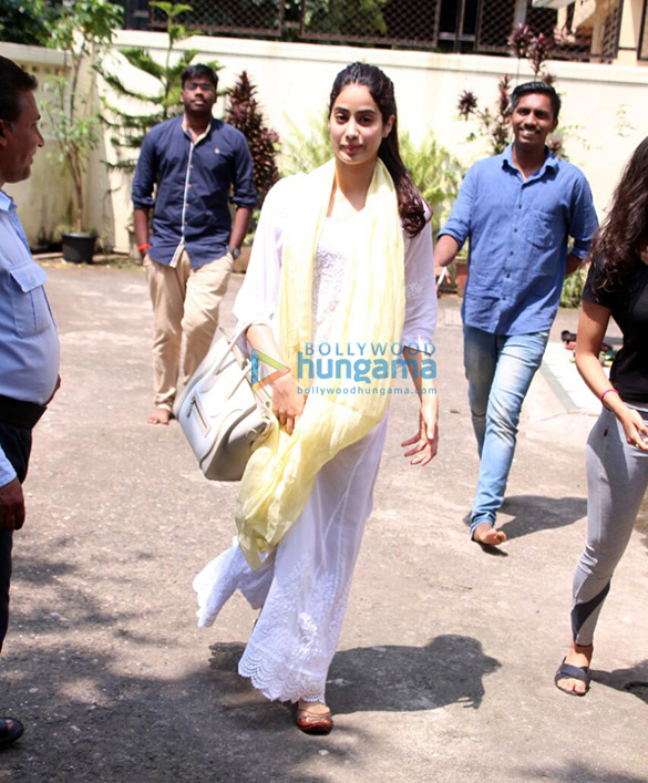 Jahnavi Kapoor spotted after dance rehearsal in Bandra